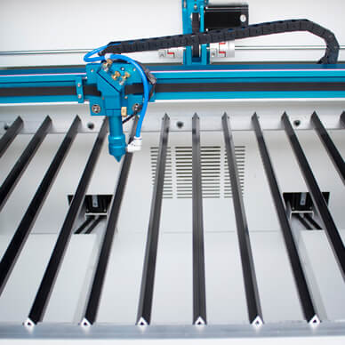 Aluminum blade cutting table